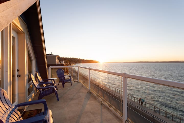 Amazing Sunsets at 3BR Home over the Puget Sound