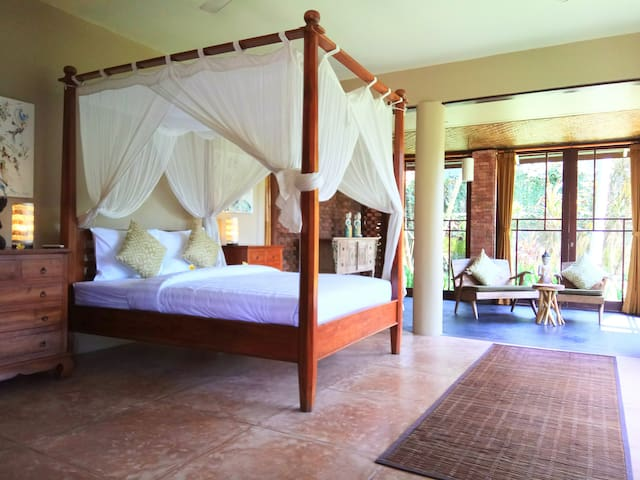 Spacious Suite close to ubud, wifi, aircon and...