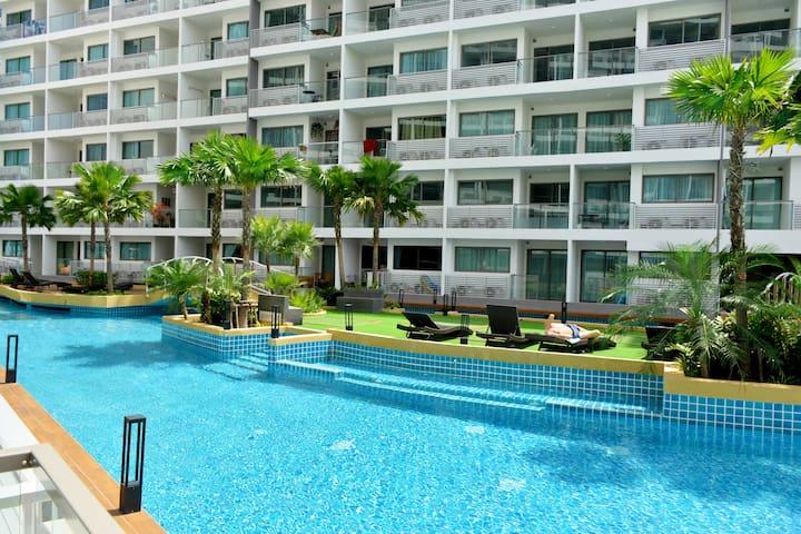 Laguna Beach Resort pool