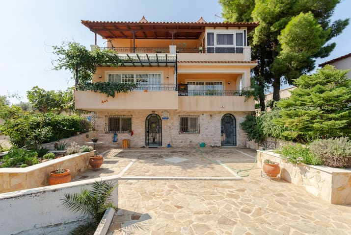 LUXURY VILLA, 12` to Airport, 15` to Rafina Port