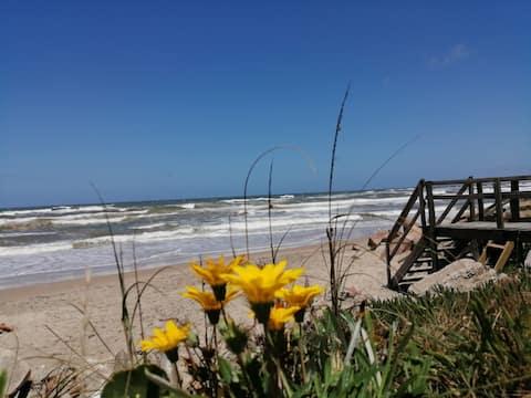 Rancho 5 elementos, tiene mucho cielo y mucho mar.