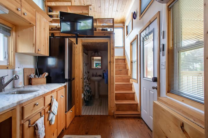 Clean.Spacious.Eco.Tiny House-Big Living on HGTV