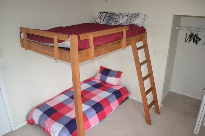 Shared room to share with someone else ! - Squamish - Casa