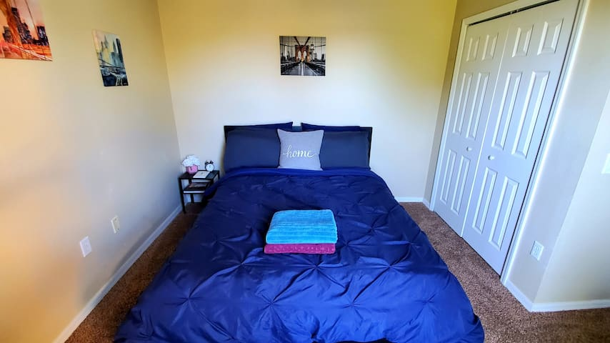 Cheap, Clean, Quite, Private, Modern, Queen Bed.