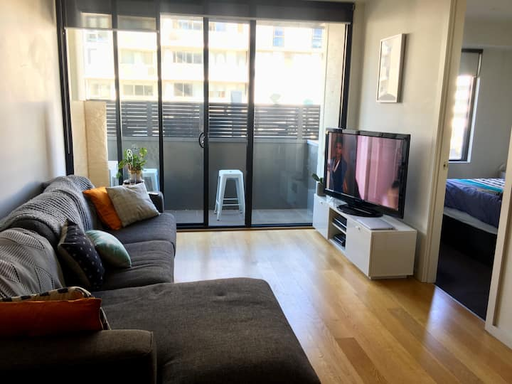 1-bed apartment a block from Port Melbourne beach