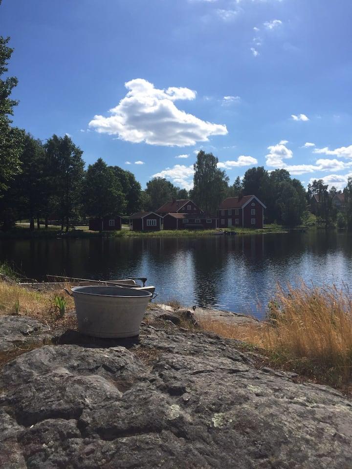 Fantastiskt boende vid sjö