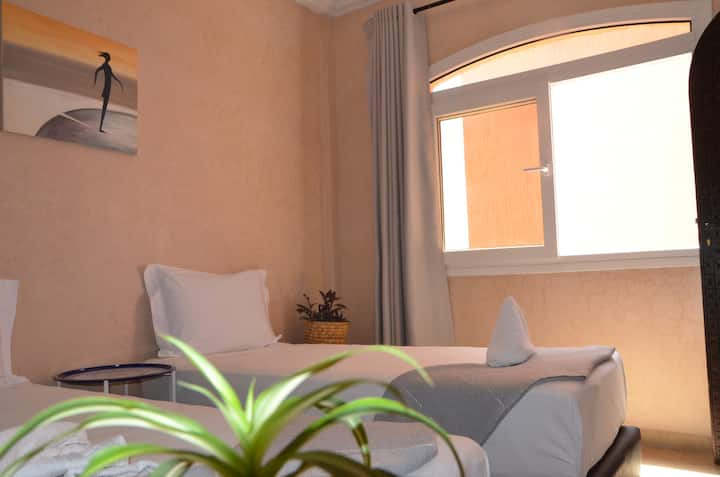 Private Sunlight Twin/Double Bedroom/Terrace/Park