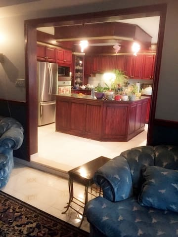 Beautiful kitchen and family room available for the guests