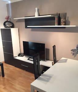 Habitación grande limpio i luminoso - Apartment