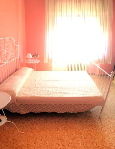 Casa CORTE LIRI- camera rosa