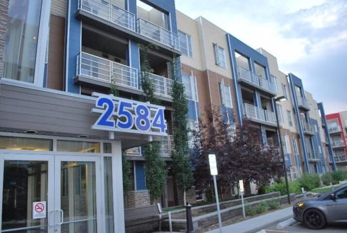 FURNISHED executive suite in AMBLESIDE, WINDERMERE - Edmonton - Kondominium