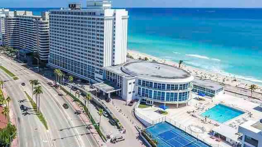 Miami-Beach OceanFront resort,Free Parking&GymPool