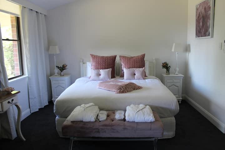 Pirralilla Estate Luxury King Size Apartment