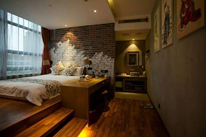 领略别样艺术空间,让每一次好友相聚都能成为回忆,而这里拥有最特别的美好 - 武汉市 - Bed & Breakfast