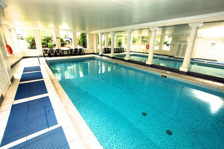 Central Modern Apartment Swimming Pool and Sauna - Edinburgh - Apartment