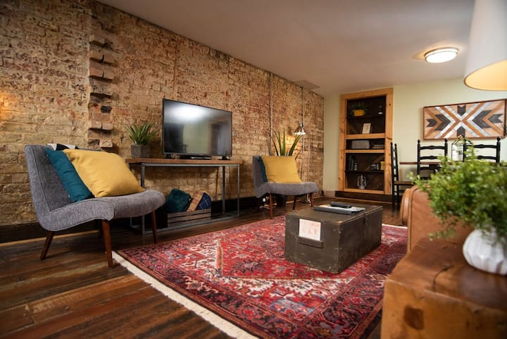 The Cocoon Historic Rustic Apt Close to Downtown