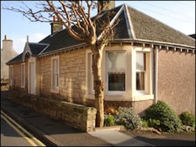 Spacious cottage close to the beach - Lower Largo - House