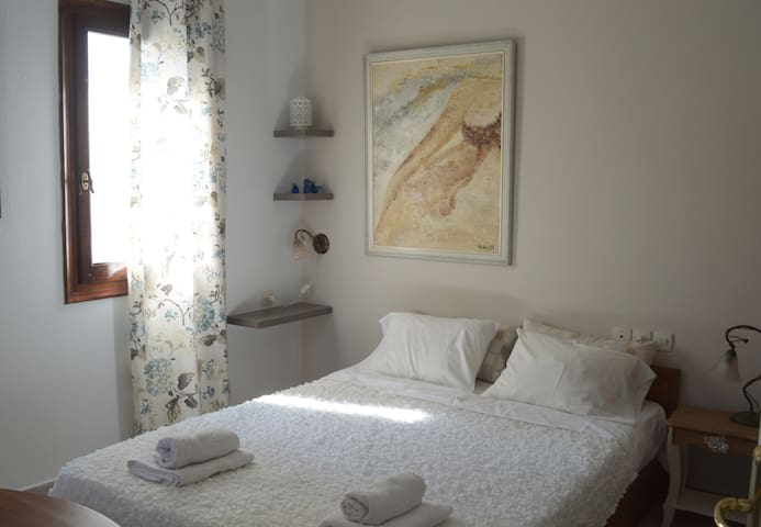 Villa Myrtia (the white room) - Kato Gatzea - Apartament