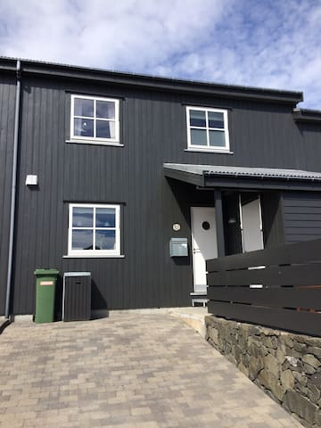 New home with all conveniences in Torshavn - Hoyvík - บ้าน