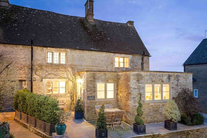 The Old Farmhouse, Little Rissington
