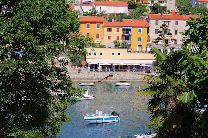 2 BDR apartment in the port of Rabac