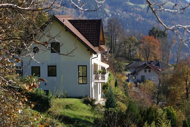 Villa mit traumhaftem Seeblick auf Sonnenplateau