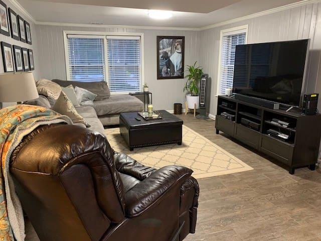 1 BR apt w/private entrance,bathroom&living room