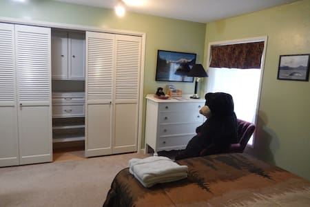Cozy Bear room in North Douglas - Juneau