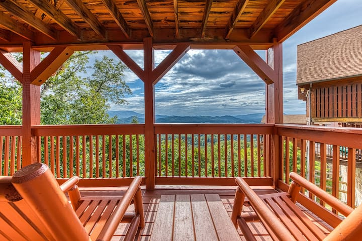 Mountain view cabin w/ private hot tub,game room & shared pool!