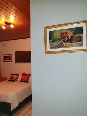 Lyronne Guesthouse Shuttle and Tours