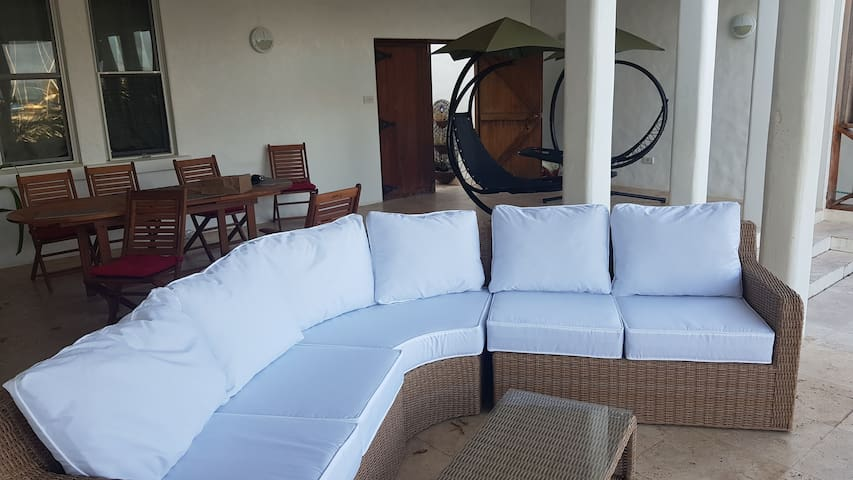 Luxurious villa sleeps 10 /13 Breath taking views