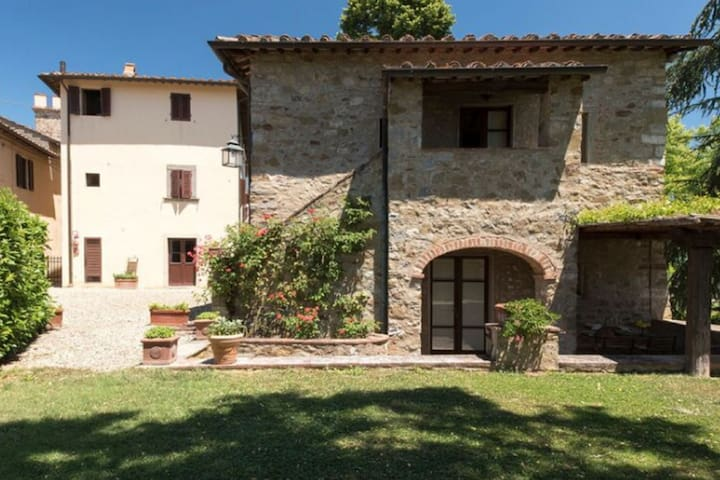 Chic Holiday Home in Pergine Valdarno with Terrace