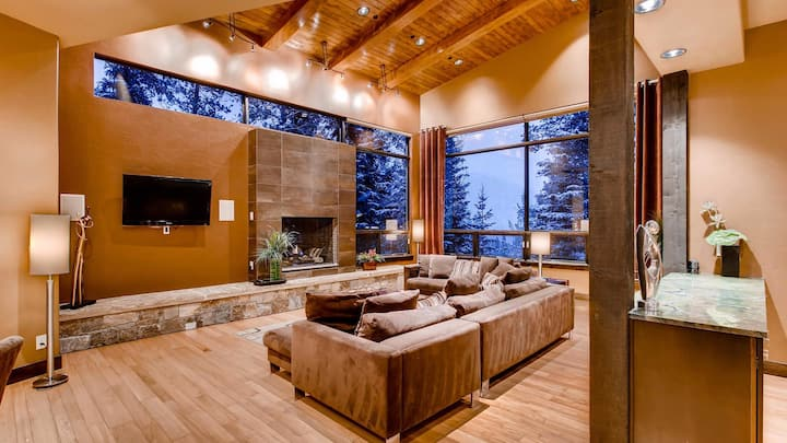 Baker House: Modern w/ Ski Access, Hot Tub, Pool Table, Shuttle| Sleeps: 5 Bedroom, 5.5 Bathroom