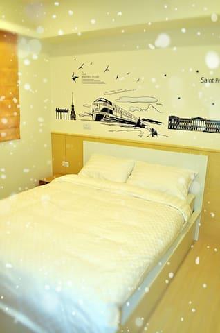 台中北屯  野腳馬驛站(J.K house),乾淨舒適雙人房,典雅簡潔,有家的感覺。(並提供停車位)