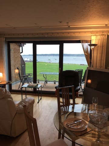 Stunning Waterside Apartment - Poole - Apartment