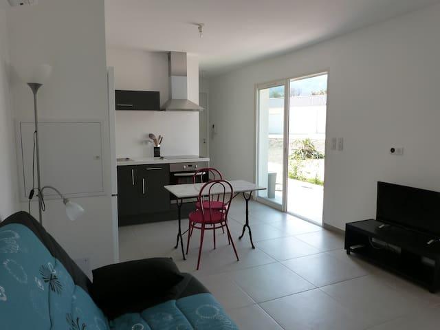 Studio climatisé proche plage - Santa-Lucia-di-Moriani - Apartamento