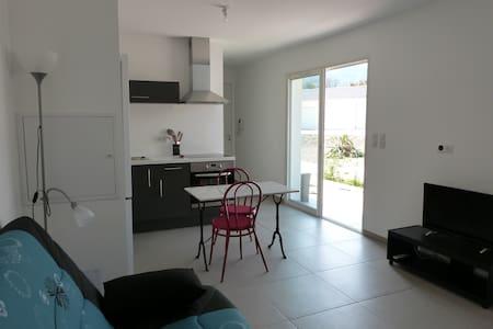 Studio climatisé proche plage - Santa-Lucia-di-Moriani
