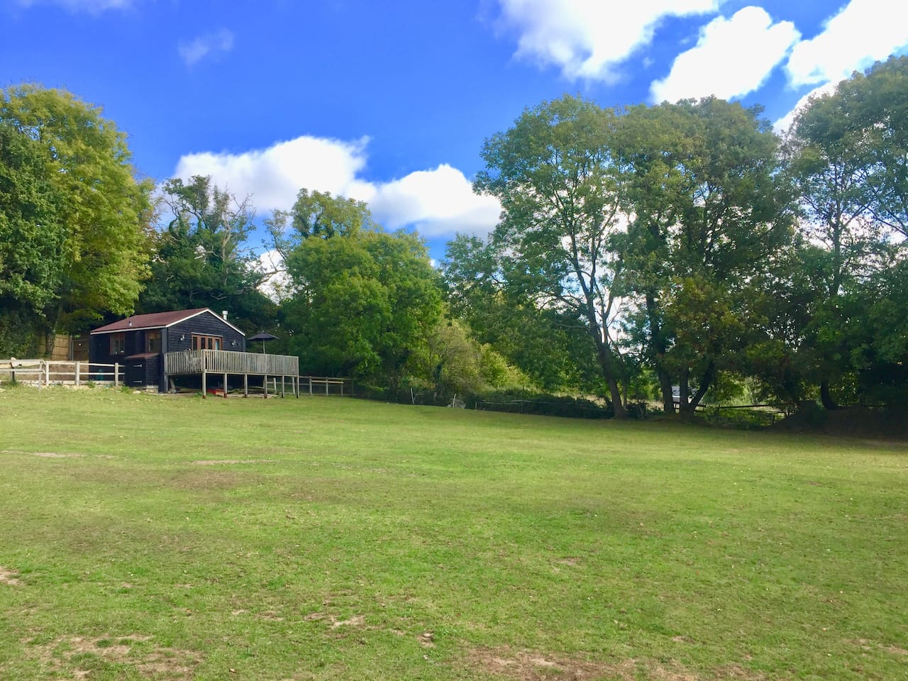 Detached cabin sitting in the corner of our 3.5 acre grounds with an elevated south facing vista across our paddocks and surrounding countryside and the open New Forest directly at the back. Literally surrounded by countryside!