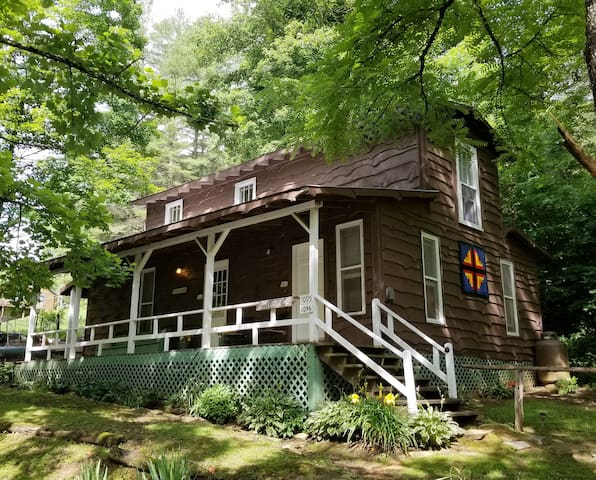 Barn Loft at Healing Springs - Sleeps 5
