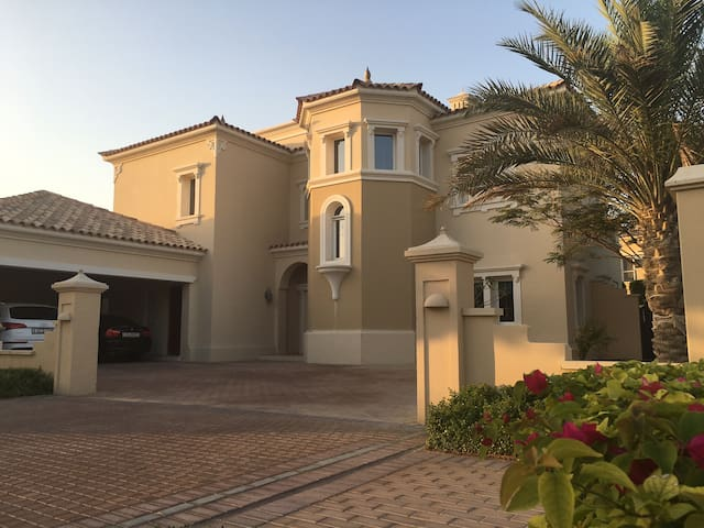 Luxury Detached Villa with Maid Service - Dubai - House