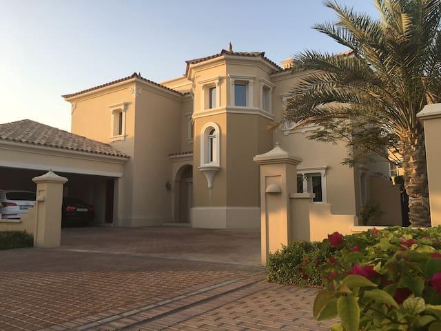 Luxury Detached Villa with Maid Service - Dubai - Rumah