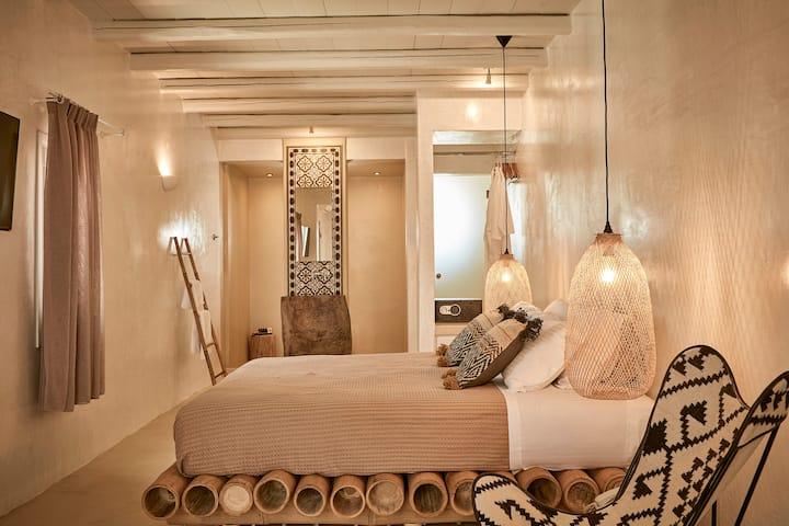 Premium Lower Floor Sea View Suite with Jet Tub