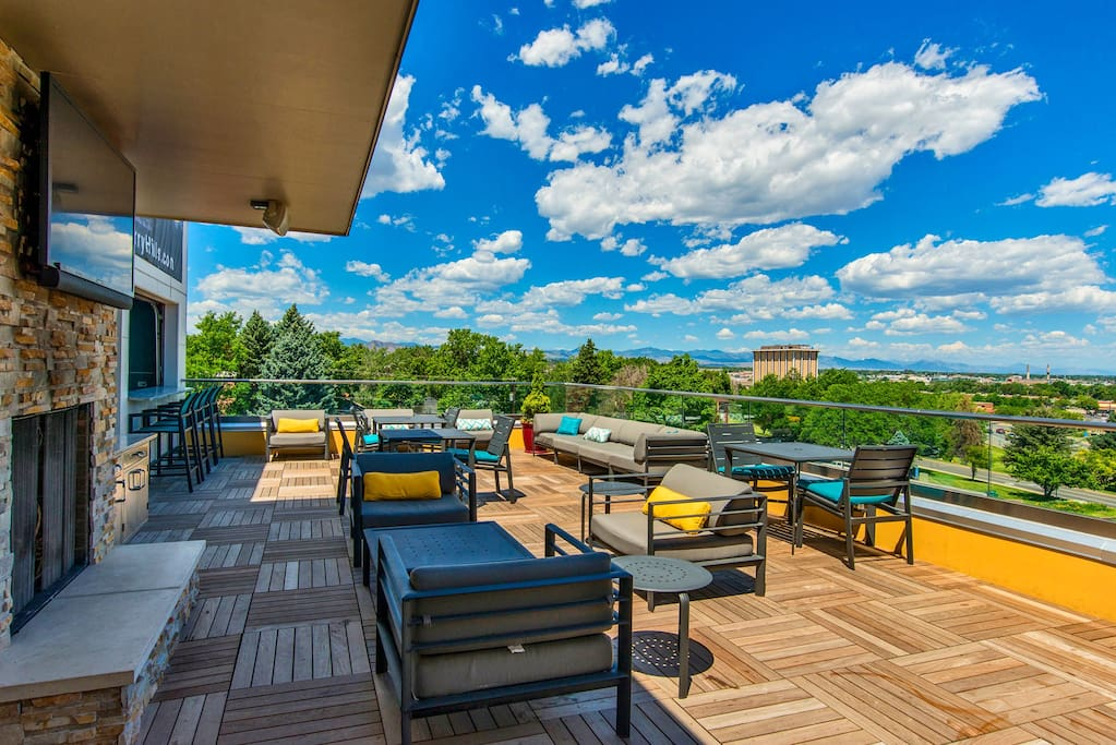 Modern One Bedroom With Balcony Mountain Views Apartments For Rent In Englewood Colorado