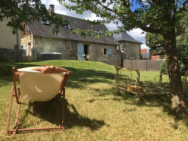 A côté du Lot& de la Dordogne, 1 nid& son jacuzzi