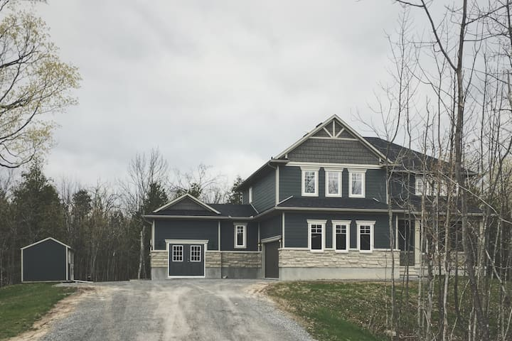LUXURY 7 BRM/4BA ESTATE HOME ON 2 ACRES, KING BED