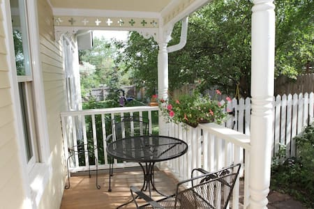 Beautiful Downtown Guest Suite - Walk to Pearl