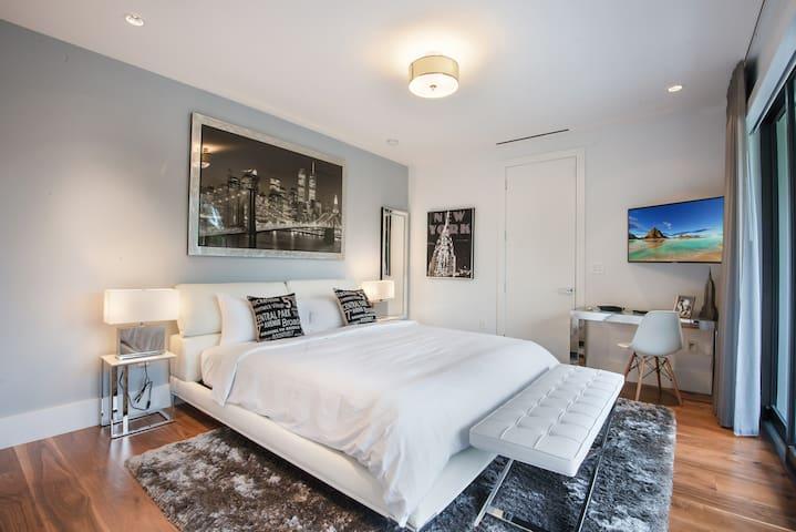 New York/VIP Room