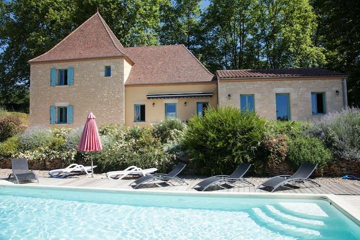 Sarlat,  villa  2/8 pers, piscine privée chauffée