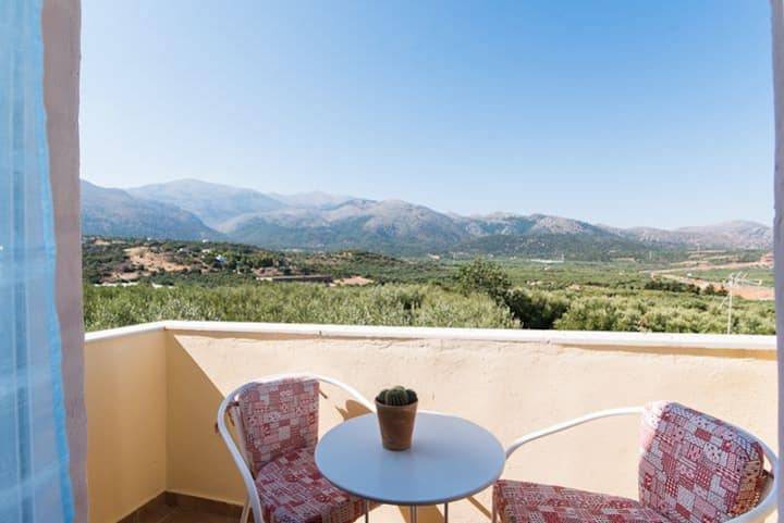Malia Traditional Retreat-Endless View Haven