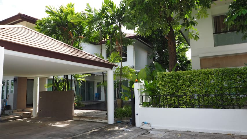 Quiet, modern vibe home for rent